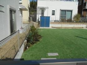 人工芝で手入れのいらない庭に