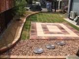 荒れた芝庭を作りなおしたい!|平板敷でバーベキュースペース