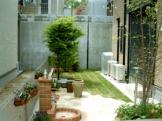 手付かずの殺風景な庭を何とかしたい!|石貼りと芝生の洋風ガーデン